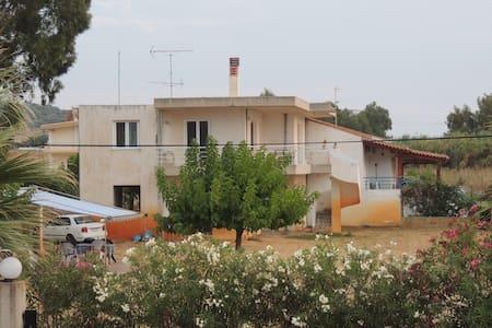 Ισόγειο σπιτιού - Lakkopetra - อพาร์ทเมนท์