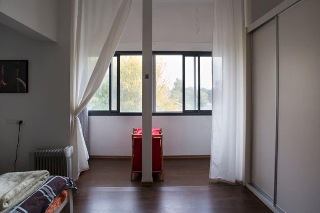 huge romantic bedroom with open view to garden