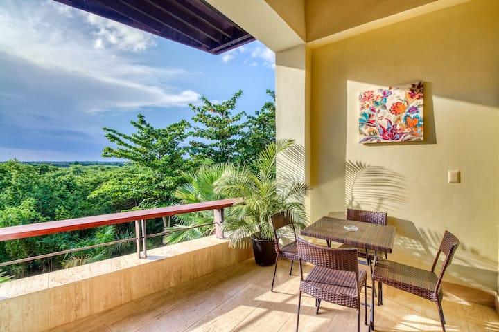 Resort apartment w/ balcony, tropical views & free pool/beach access!
