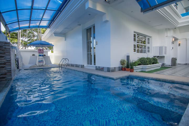 Batangas City LuxeVilla - Pool, Hot Tub  & Sauna