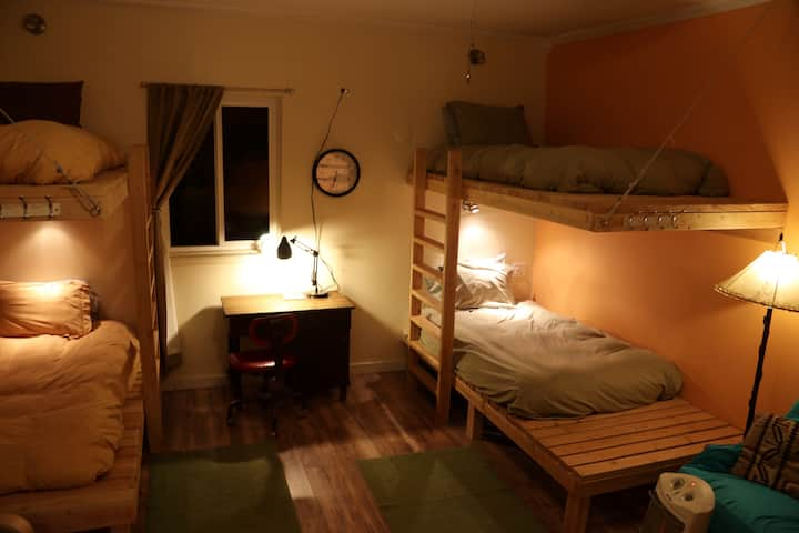 Mancos Inn and Hostel Dorm Room - Bed 3