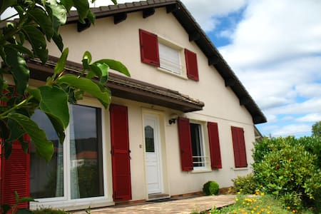 Chambre confortable Remiremont calme et commodités - Remiremont - Huis