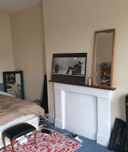 Very spacious double room in Balham - 런던