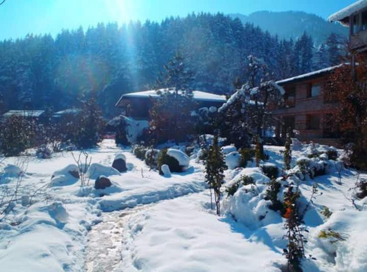 Exquisite Luxurious Cottage at Banon, Manali