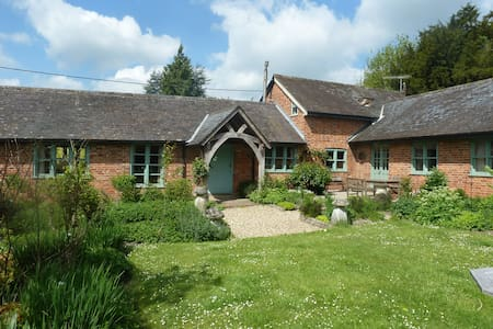 The Duck Yard B&B.   - Wiltshire - Aamiaismajoitus