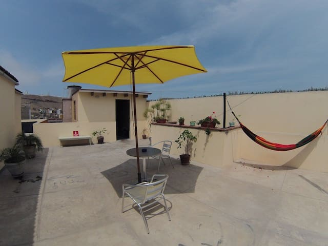 LIMA ROOM TWO BLOCKS FROM THE OCEAN - Chorrillos