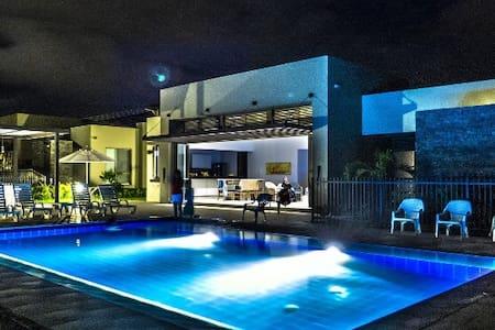 Casa en Gran Reserva Anapoima ubicación perfecta