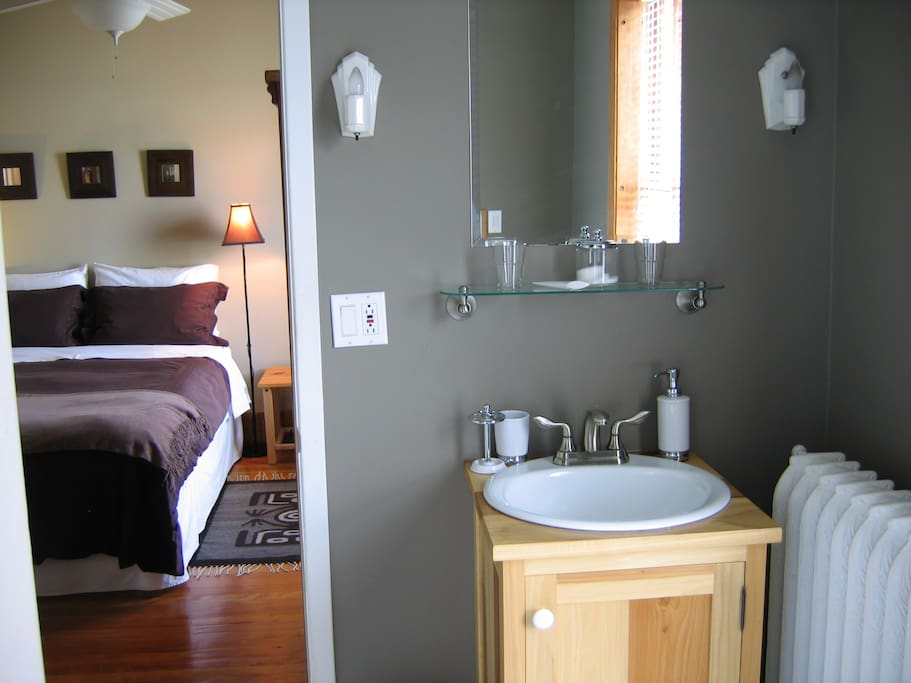 The ensuite bathroom has a handbasin, bathtub and toilet. Towels and toiletries are provided.