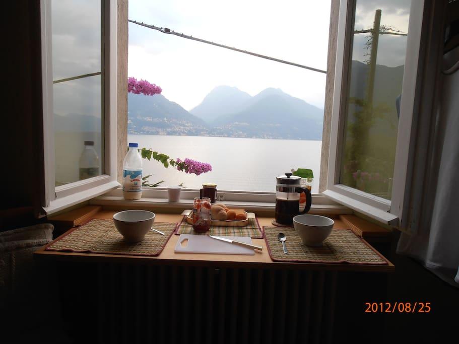 Breakfast davanti al lago