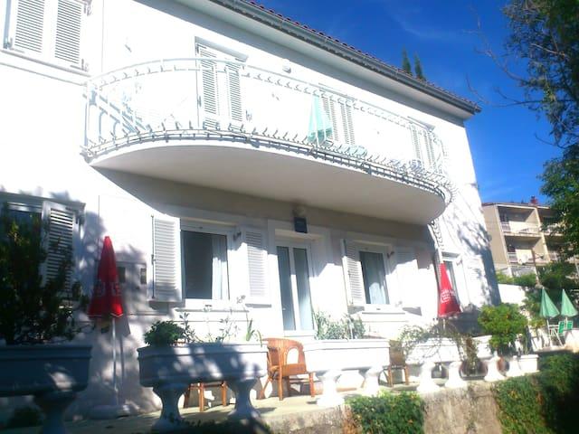 Top 3apt-house w/ sea view & bbq, 5min to beach*** - Mošćenička Draga - House