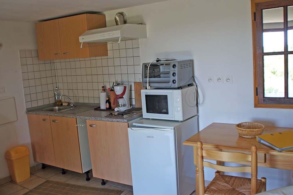 kitchenette mini four micro onde plaques chauffantes refrigérateur