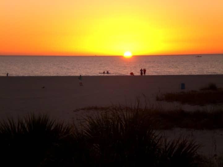 Treasure Island Beachfront condo 22