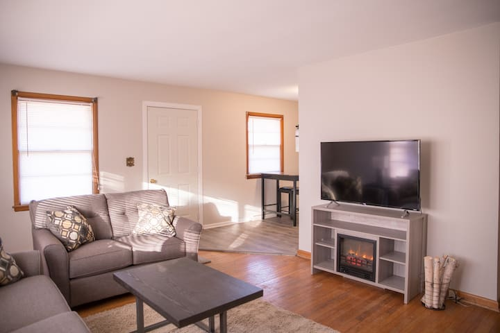 Entire Apt - 1 BR with cozy fireplace ambiance