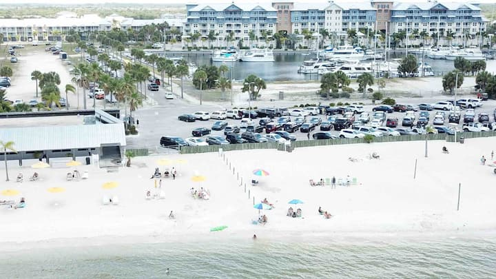 BEACH CONDO RETREAT W/WATER VIEW-HARBOR (2 nd fl)
