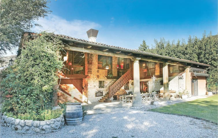 Holiday cottage with 4 bedrooms on 180m² in Barbarano Vicentino VI