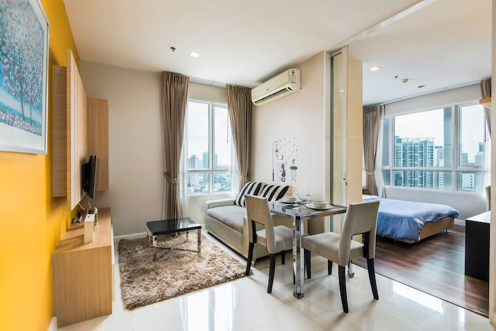 Cosy apartment next to BTS Phra Khanong with WiFi