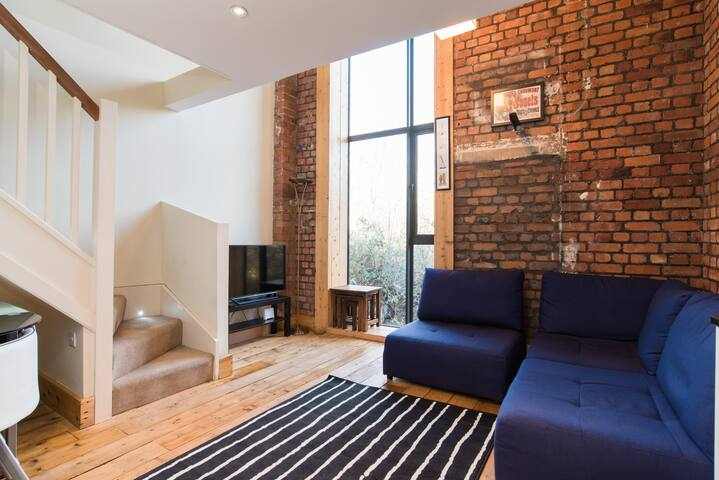 Tramshed - Loft apartment close to city centre