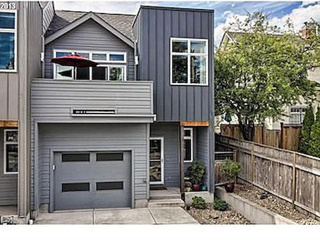 Great Walkable Downtown & U of O Location