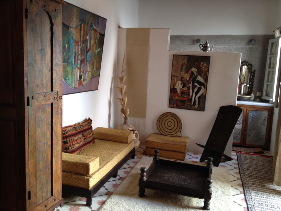 A Private room in a Cosy Riyad (2)