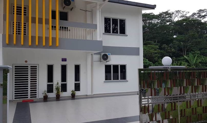 KABHI'S VILLA - HOMESTAY (Semi-D House)