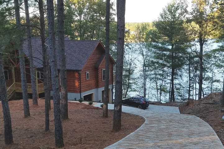 Connelly Springs cabin on Lake Rhodhiss