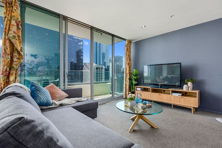 Boutique Melbourne CBD apt *FREE parking & tram*