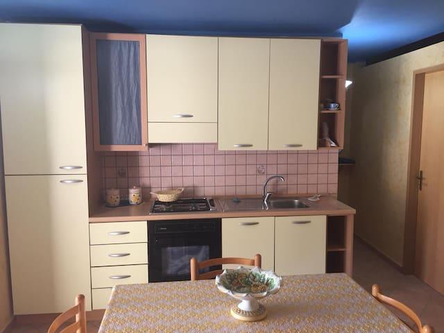 Appartamento con terrazza a due passi dal mare