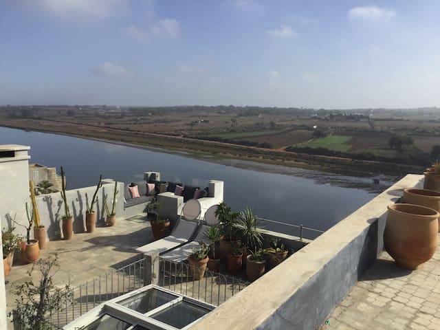 Beau Riad au bord d'un fleuve - Azemmour - Dům