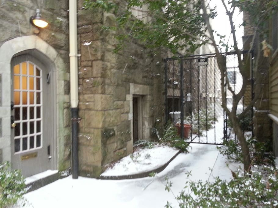 The alleyway between the hafner haus and the church.