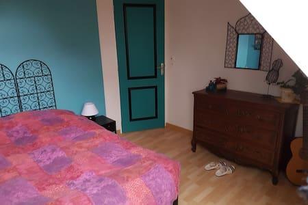 Chambre dans maison au calme en lisière de forêt - Chailles - Casa