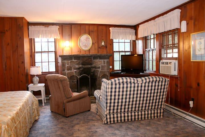 DELUXE BIRCHWOOD (Cottage # 9)
