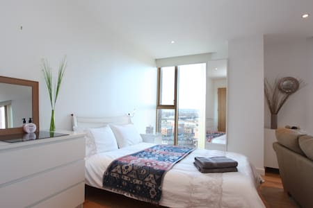 Desirable Studio with Amazing Views by the Station - Leeds - Daire
