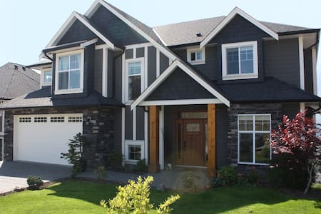 Bedroom with private bathroom - Chilliwack - House