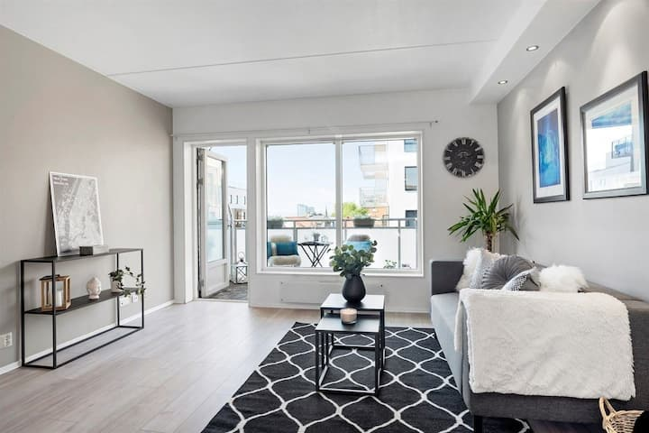 Central, bright and warm apartment with balcony