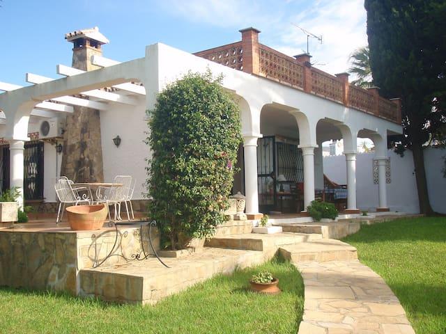 Sunny Villa,near beach,large garden - Vélez-Málaga - Villa