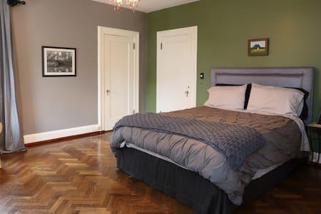 Historic District Manor - Silver Room - Paterson - 단독주택