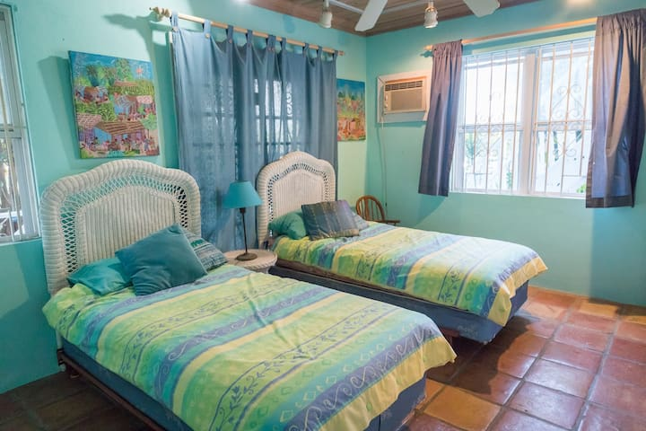 Bed & Breakfast, Lovely Large Room with Twin Beds