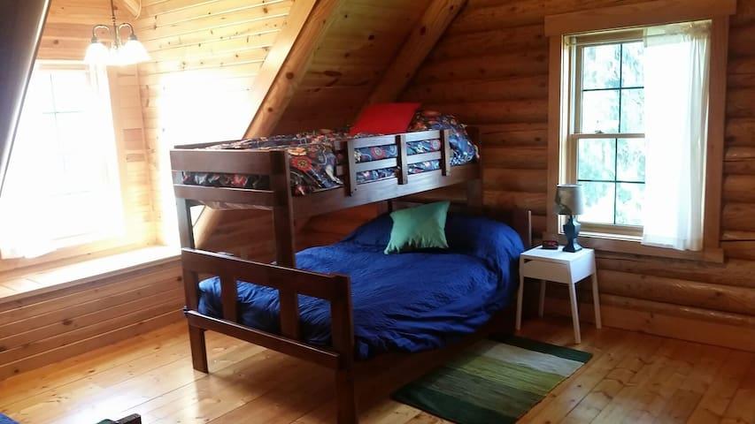 bunk room w/2 sets of bunks