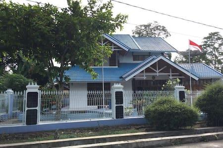 Villa and Guesthouse Hj. Kenan (Hasna Metisya) - Iv Angkat Candung