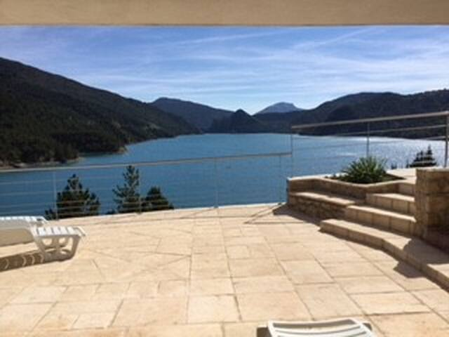 Villa de charme, situation exceptionnelle sur lac!