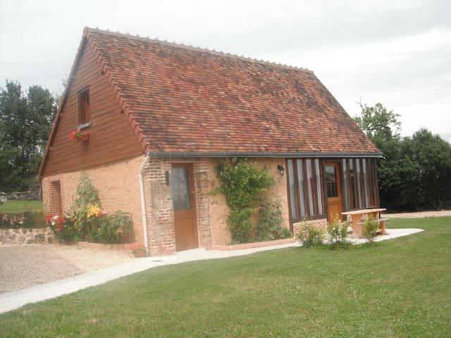 GITE DU HOUSSAY  A LA CAMPAGNE - Valennes - Huis