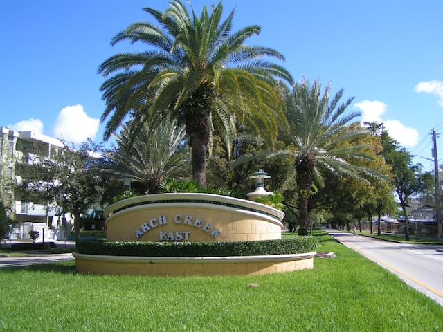 Close to ALL Miami has to offer!!!