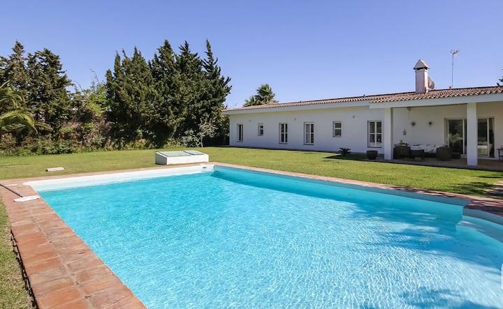 auténtica casa con piscina  para 8-10 pers.