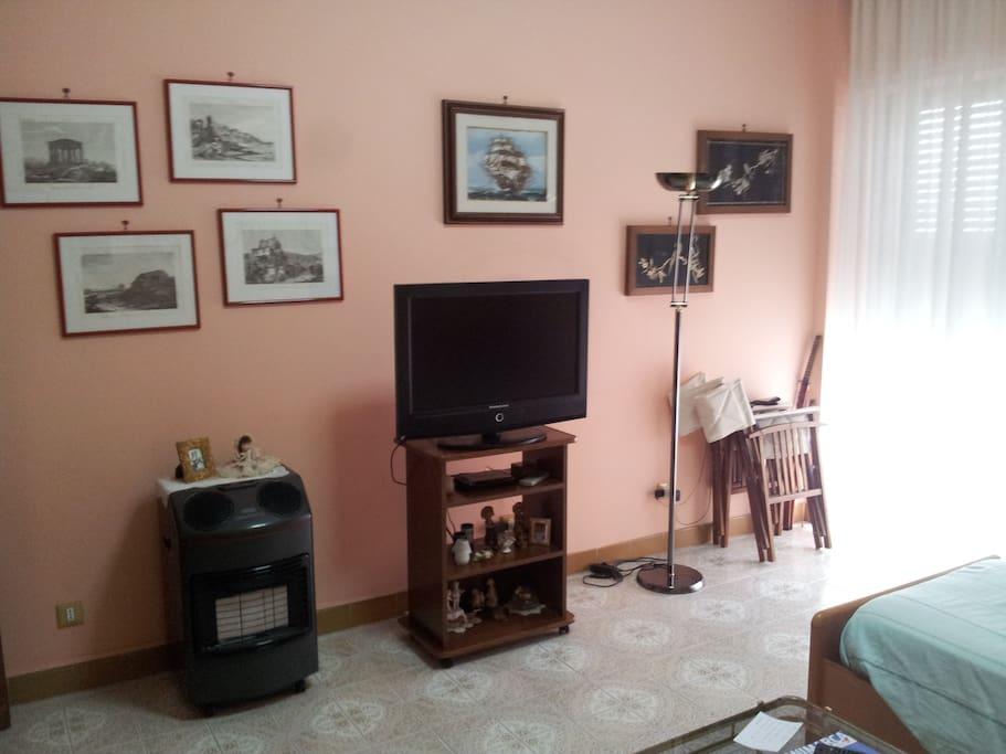 La stanza è inoltre dotata di tv, aria condizionata e internet