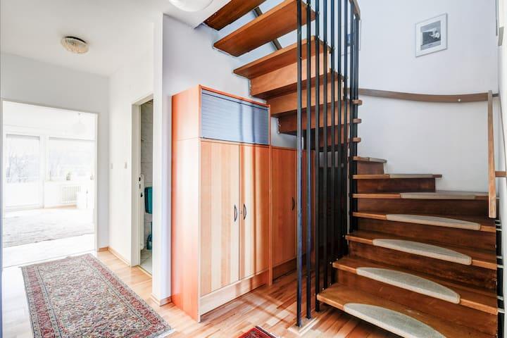 Privatzimmer in einer Maisonettenwohnung