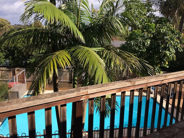 home n pool, beach nearby - Frenchs Forest - Rumah