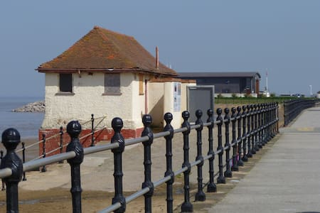 Peaceful and quiet room by the sea - Hoylake - Szeregowiec
