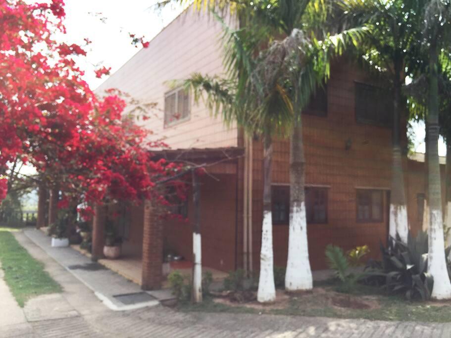 Vista lateral da casa, 2.andar salão de festas