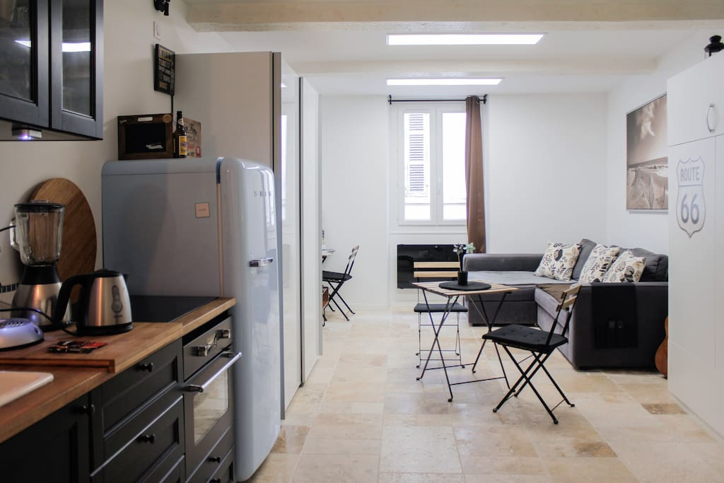 Studio cosy vieux port wifi tablette marseille for Yoga studio salon de provence