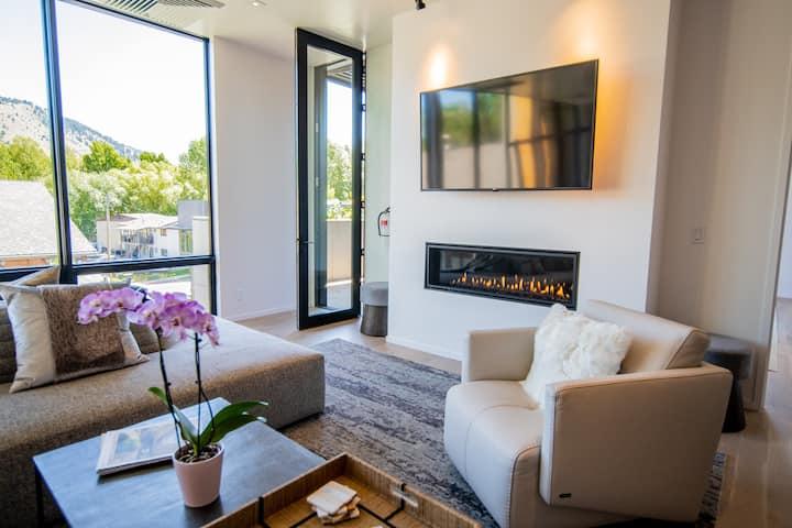 Luxury Downtown Penthouse w/ Mountain Views- South